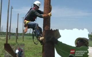電柱でキャッチボール訓練!アメリカの電力会社AEPの電柱昇降トレーニングは凄かった!