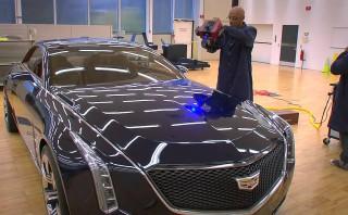 アメ車の代表「GMのキャデラック」の手作業を大事にするために活用する最新技術は何だ!?